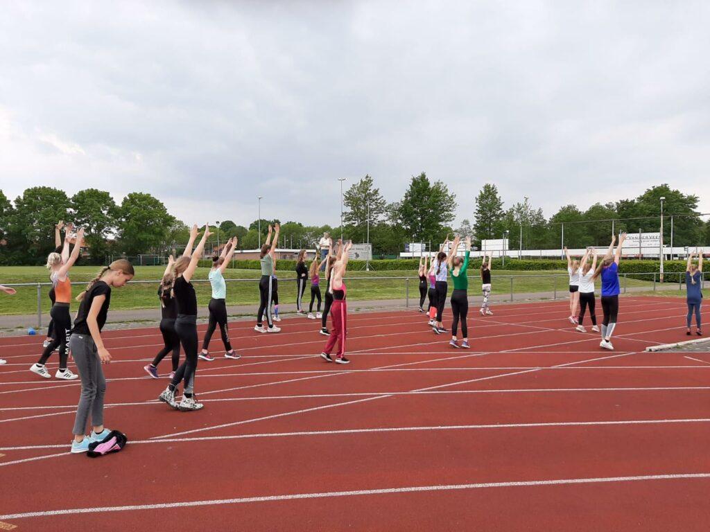 De buitentrainingen zijn gestart op Sportpark Wildervanckhal.
